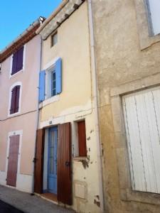 Agréable maison de village avec 4 chambres et 2 terrasses au plein coeur du village.
