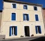 Maison de village rénovée avec 4 chambres, garage et cour partagée, près du Canal du Midi.