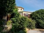 Jolie maison traditionnelle de 278 m² habitables sur 2873 m² au milieu des vignes.