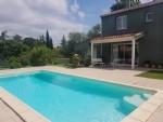 Villa moderne de 185 m² habitables sur 635 m² de terrain avec piscine.