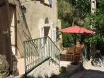 Ravissante maison de village de 120 m² habitables avec 3 chambres, belle terrasse et vues.
