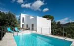 Villa contemporaine de 168 m² habitables sur 1194 m² avec piscine et vues magnifiques.