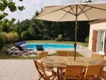 Belle villa de 130 m² habitables avec 4 chambres sur 877 m² de terrain avec piscine.