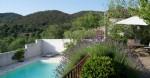 Charmante villa de 125 m² habitables sur 573 m² avec piscine, vues et situation paisible.