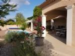 Villa de plain pied de 140 m² habitables sur 1002 m² avec piscine et vues imprenables.