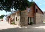 Maison en pierre avec deux gites et piscine