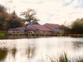 Corps de ferme à rénover avec étangs
