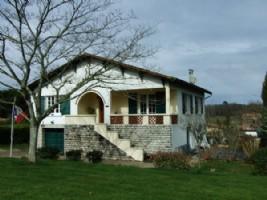 Maison de ville avec 1HA+. Dordogne