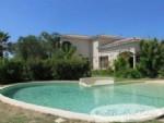 Villa, 216m², 4 chambres, piscine, 1668m² de terrain, très bien située, à pied des commerces