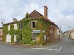 Entre Le Dorat (87) et Lathus (86): 2 maisons de village, a restaurer entierement