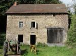 A vendre, Puy de Dome a renover, maison en pierre avec grange