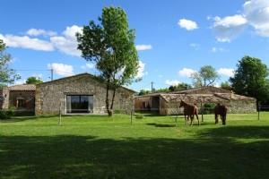 Maison de campagne en pierre entièrement rénovée de plain-pied