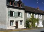 Dans le centre-bourg de Coussac Bonneval, maison en pierre d'environ 90m2 composee de 2 chambres