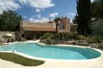 Jolie maison rénovée avec 6 chambres et appartement indépendant sur 1085 m² avec piscine.
