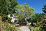 Spacieuse villa de 297 m² sur 3240 m² de terrain privé avec piscine dans charmant village.