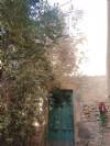 Maison en pierres d'environ 40 m² au sol à rénover entièrement au centre du village.