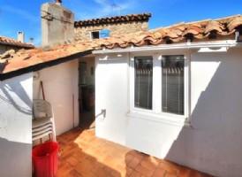 Maison de village rénovée avec 2/3 chambres et terrasse ensoleillée !