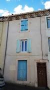 Maison de village à finir de rénover avec 3 chambres, cour, terrasse et beau potentiel !