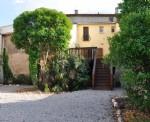 Spacieuse maison rénovée de 150 m² habitables avec 4 chambres, grande terrasse et jardin.