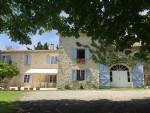 Authentique mas provençal en pierreavec diverses dépendances et écuries, piscine et 23 hectares