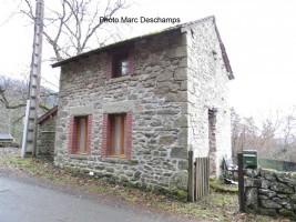 Petite maison indépendante rénovée avec 248m² de jardin