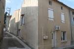 Maison de village avec espace extérieur et garage à rénover, beaucoup de potentiel.