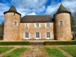 Chateau Avec Etang Et Terres
