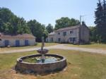 Proche Saint Savin, Vienne 86: ferme avec piscine sur 1 ha de terrain, sans voisinage
