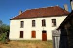 Demeure du XVIIe, à restaurer, sur son terrain clos de 3853 m²