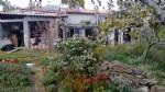 Petite villa à rénover sur un terrain de 10768 m² avec énergie solaire et puits.