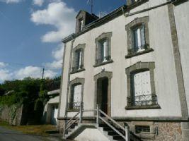 Proche Langonnet (56), propriété 8 chambres avec véranda, jardin.