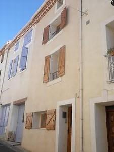Charmante maison de village rénovée de 115 m² habitables, 2 chambres et 2 salles de bain.