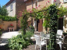 Maison de village de 170 m² habitables dont studio avec garage, jardinet et bons revenus !