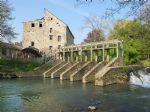 Beau Moulin � Eau � Restaurer sur une Rivi�re Pittoresque