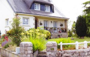 Detached Home With 1.5 Acres & Carp Lake