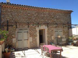 Charmante maison vigneronne avec 4 chambres, 2 garage et grande terrasse.